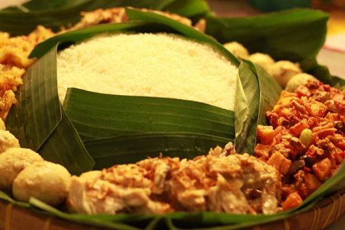 """Cultural Food of Javanase """"Nasi Liwet"""""""