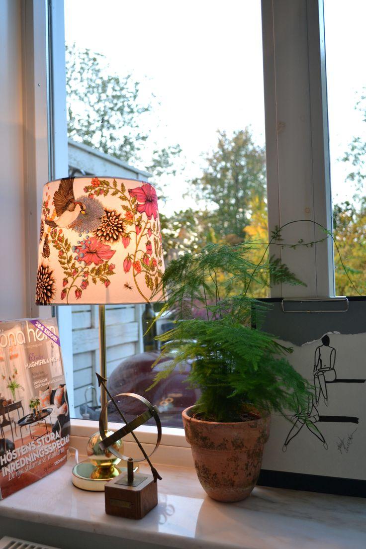 I mitt vardagsrumsfönster - hemtex, marmor, mässing, fjädersparris