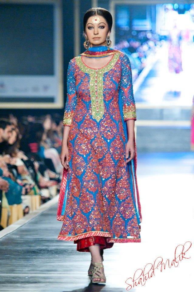 Nomi Ansari at Pakistan Bridal Week 2012   great colors