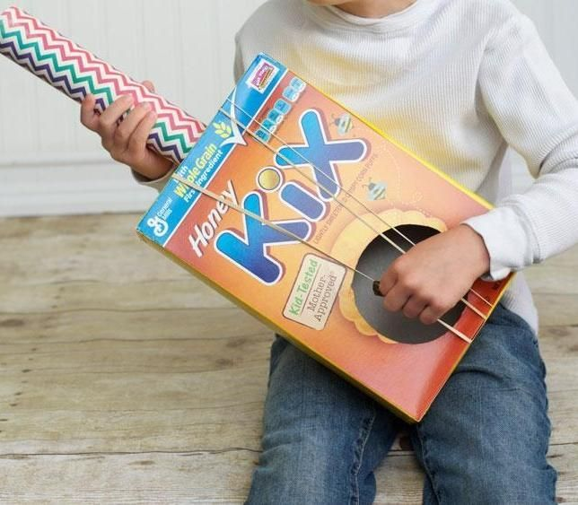 Strum a tune in celebration of Cinco De Mayo - make a rubber-band guitar with your kid! #kidcrafts
