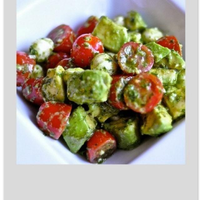Avocado & cherry tomato salad w/ pesto or vinegarette dressing