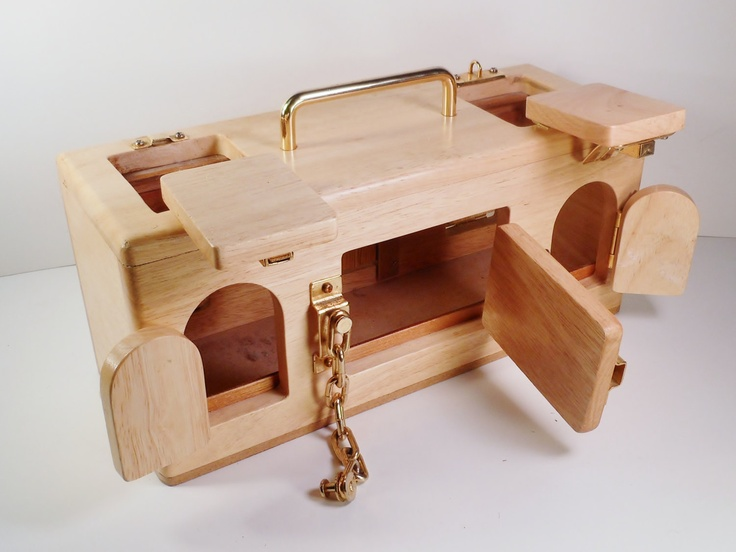 Für Heimwerker: Eine Schloß-Box - viele verschiedene Schließmechanismen, welche das Kind öffnen und schließen kann - zur Übung der Handkoordination und Feinmotorik