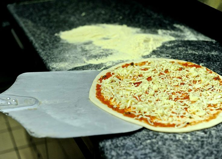 Making #pizza #food #cooking