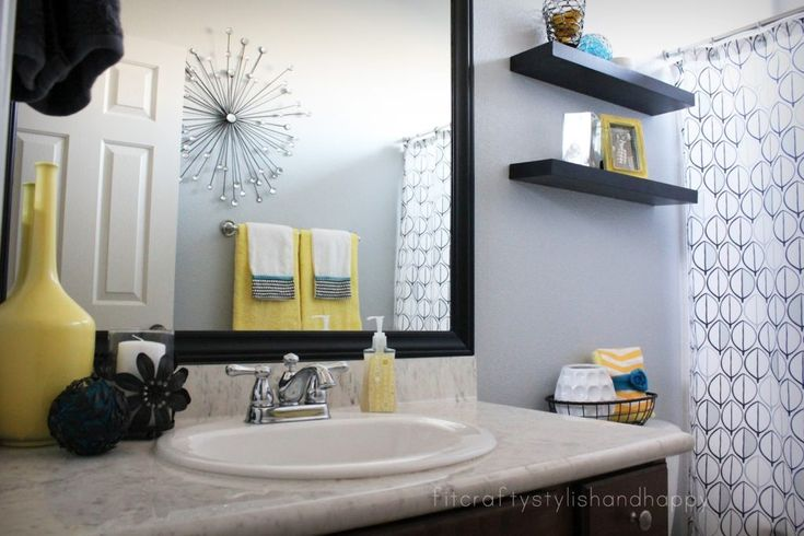 Best 25 yellow bathroom decor ideas on pinterest guest for Black and teal bathroom ideas