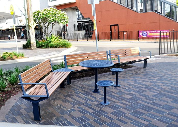 Aria Seats And Cafe Round Table With Stools With Aluminium