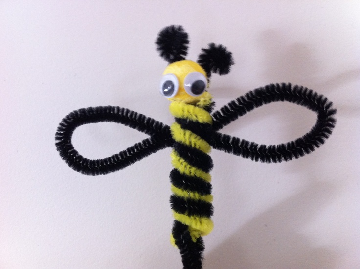 Pipe cleaner BEE. http://kidsactivitiesandtipsforeveryday.blogspot.com.au/