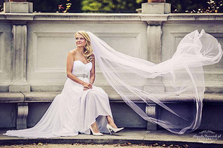 Wedding session with flying wedding dress | Kamila Panasiuk Fotografia www.kamilapanasiuk.pl