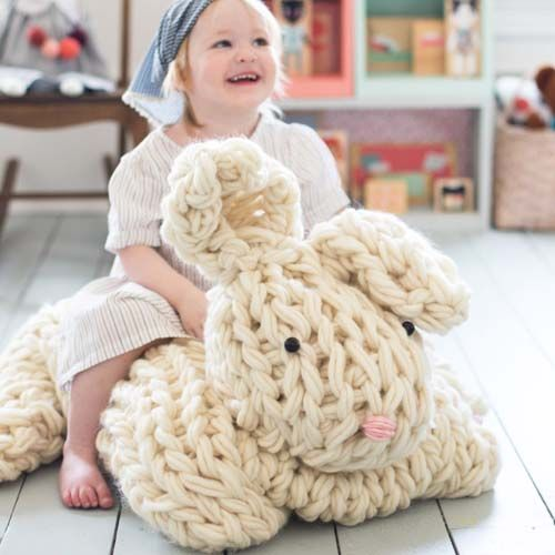 Do you arm knit? If you're up for a challenge, try this giant knit bunny. For full post click here. By: Flax & Twine