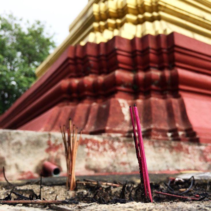 by Bibaberndi _ Gaungse Kyun / Shampoo Island #myanmar #mawlamyine #sandawshinpaya #paya #buddhist #meditation #meditationcentre #island #shampooisland #gaungsekyun #incense #peaceful #relexing #entspannen #friedlich #räucherstäbchen #insel #meditationszentrum #buddhistisch #buddhismus #igtravel #instatravel #tempel #temple #travel #reisen #unterwegs #ontheroad #bibaberndiunterwegs #bibaberndiontheroad