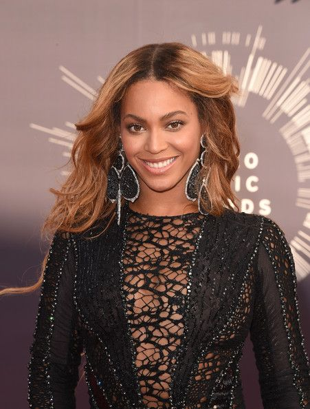 Beyonce Knowles Photos Photos - Singer Beyonce Knowles attends the 2014 MTV Video Music Awards at The Forum on August 24, 2014 in Inglewood, California. - Arrivals at the MTV Video Music Awards — Part 2