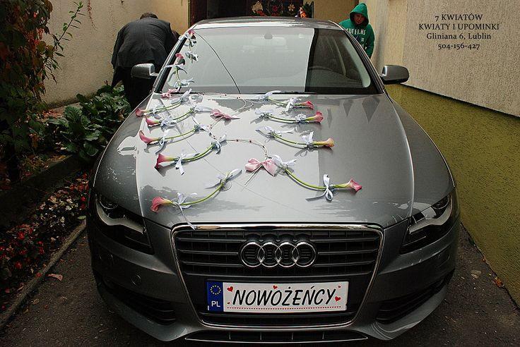 dekoracje samochodu na ślub z kalii