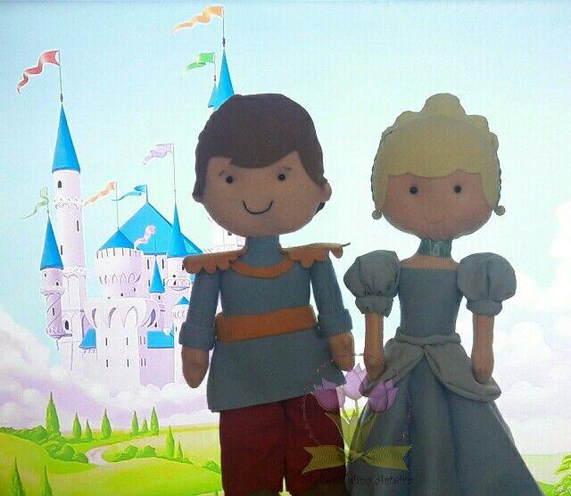 Cinderela e Príncipe Encantado em feltro #cinderela #principeencantado #Cinderelaprincipefeltro #bonecosemfeltro #decoracaofeltro #tuliparteira