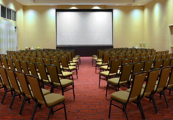 Hold your next meeting or event in one of our three event spaces totaling 2,200 square feet. Our professionally trained event staff is here to help you organize and execute the perfect event. Enjoy a wide variety of delicious catered food and refreshments for breakfast, lunch, dinner, coffee break, or a reception.