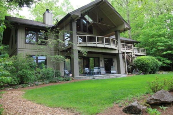 17 best images about houses mountain on pinterest for Unique lake house plans