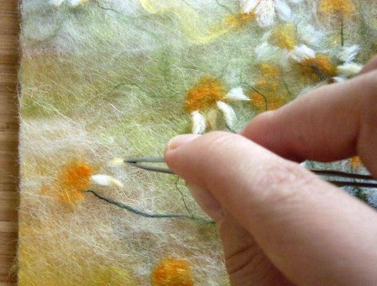 Зимой хочется лета, поэтому в январе я всегда рисую полевые цветы. Традиция почти. В этот раз покажу, как состоялась картина Июльские ромашки. Честно, крупные 'правильные' ромашки в картинах не люблю и стараюсь избегать. А тут другой случай, часть ромашек отцветающие с лепесточками, обращенными вниз, так вот они меня зацепили: Этот фотонатюрморт нашла давно на просторах интернета и распечатала,…
