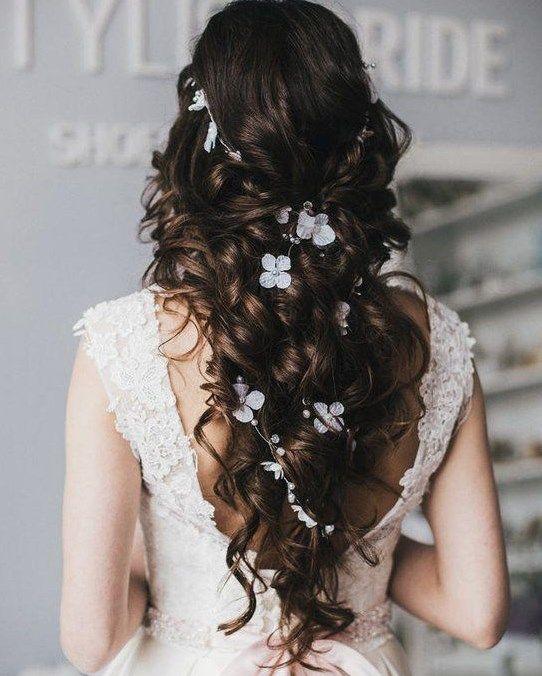 Einfache und charmante Brautfrisuren 2019 2020 #haar #haarschnitt #styles #brownstyle #hairstyles
