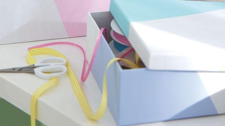 DIY déco : repeindre une boîte en carton.
