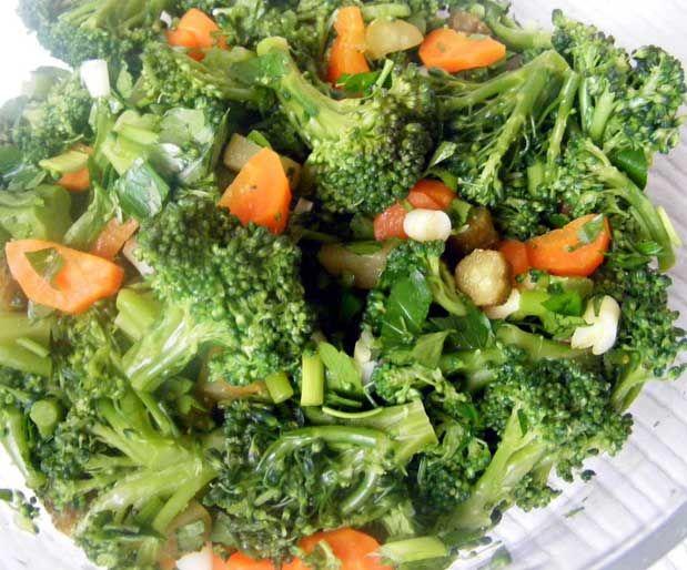 Antioksidan Salata Malzemeler;    ● 2 büyük parça brokoli  ● 2 büyük parça karnabahar  ● 2 adet Brüksel lahanası  ● 1 orta boy havuç  ● 1 küçük boy turp  ● 2 yemek kaşığı mısır  ● 1 tatlı kaşığı zeytinyağı    Yazının Devamı: Antioksidan Salata | Bitkiblog.com  Follow us: @bitkiblog on Twitter | Bitkiblog on Facebook