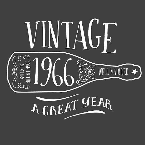 49th Birthday 1966 Birth Year Vintage T-Shirt von DesignInventPrint