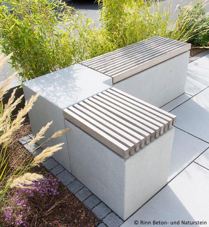 Ein Sitzblock Mit Holzauflage Garten Design Miniaturgarten Sitzecken Garten