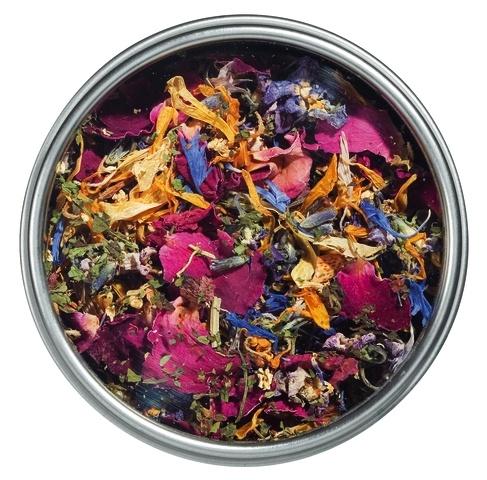 Beautiful, delectable mix of edible flower petals (Le Specialita Di ...