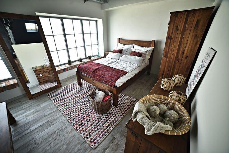 Meble z drewna sosnowego w rustykalnym stylu