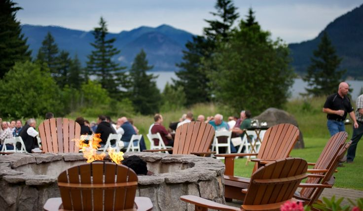 Transform your business's outdoor space into an oasis for relaxation as well as entertaining with commercial grade outdoor cedar furniture.