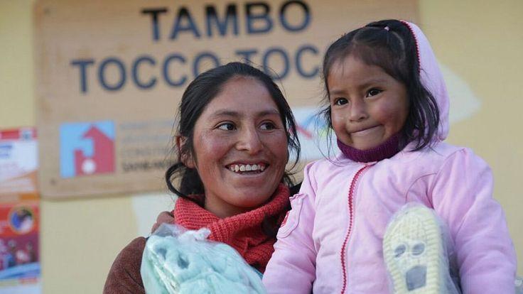 El primer lote de ayuda humanitaria a las familias de las zonas más afectadas por las bajas temperaturas llegó a Puno. El ministro de Cultura, Salvador del Solar, encabezó la entrega de abrigos, alimentos, entre otros, para los niños y adultos mayores afectados por las heladas. Esta medida forma parte del Plan Nacional ante las …