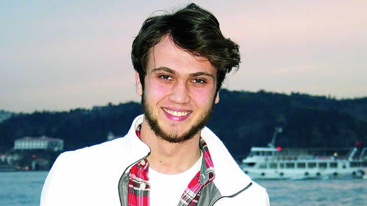 Aras Bulut ynemli please follow me,thank you i will refollow you later