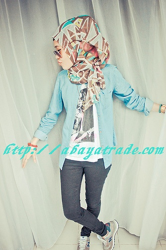 htttp://abayatrade.com muslim fashion magazine  selfdom abaya matched with colorful hijab