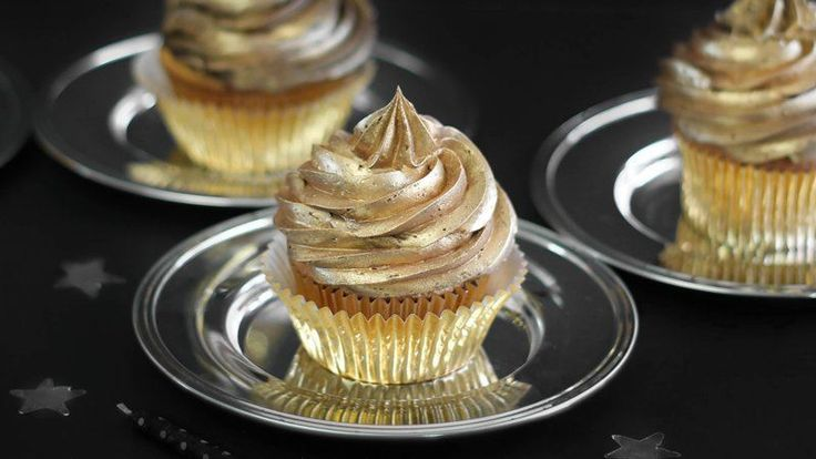 Blogger Heather Baird of  SprinkleBakes shows you how to add the Midas touch to cupcakes!