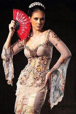 Kebaya.. model:luna maya