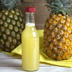 Woda ananasowa pomoże Ci schudnąć, zmniejszyć bóle stawów i obrzęki, oczyścić organizm z toksyn. Można ją pić cały dzień, jednak pierwsza szklanka na czczo pomoże znacznie lepiej wykorzystać wszystkie składniki odżywcze.