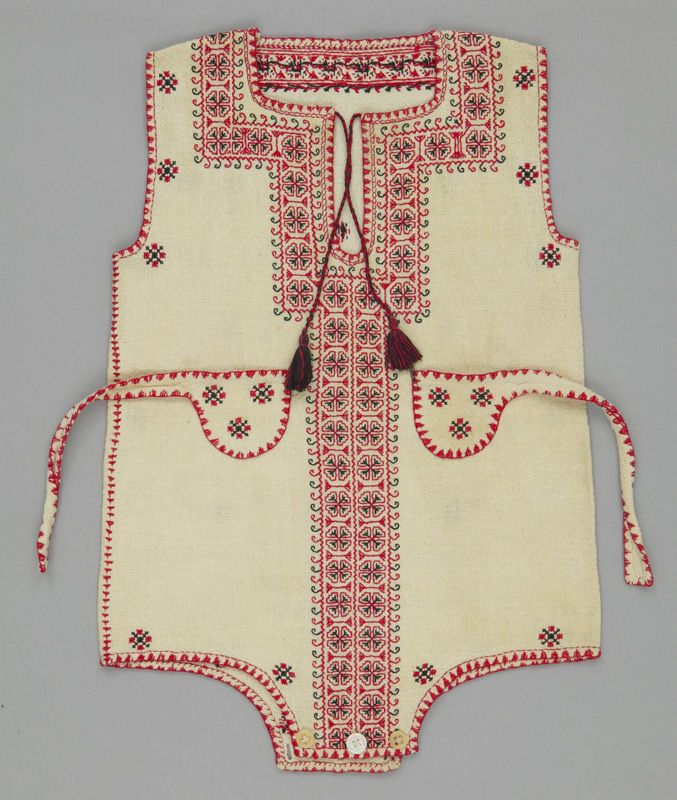 child's romper // Romania, 1920-1939