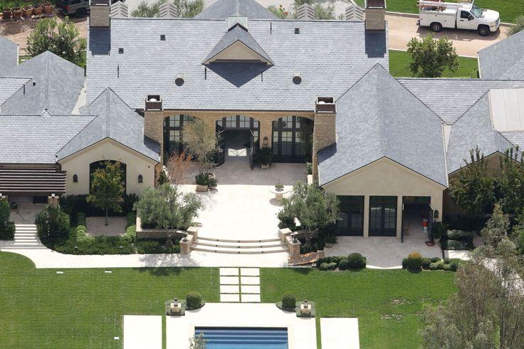 10381130-la-maison-classique-de-kim-kardashian-et-kanye-west.jpg (Image JPEG, 1800×1200 pixels) - Redimensionnée (50%)