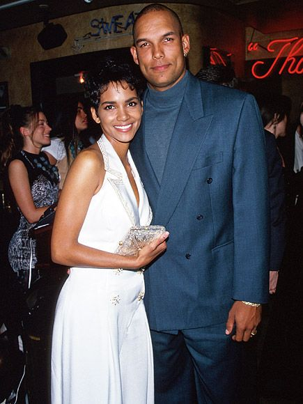 Halle Berry's Ex-Husband David Justice Rants About Their Marriage on Twitter: 'I Had to Say Something' http://www.people.com/article/halle-berry-ex-husband-david-justice-twitter-olivier-martinez-divorce