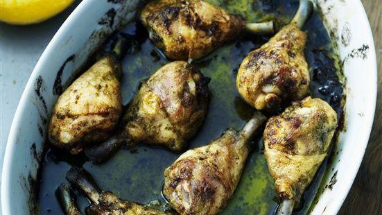 Kycklingklubbor i ugn med vitlök, citron och örter