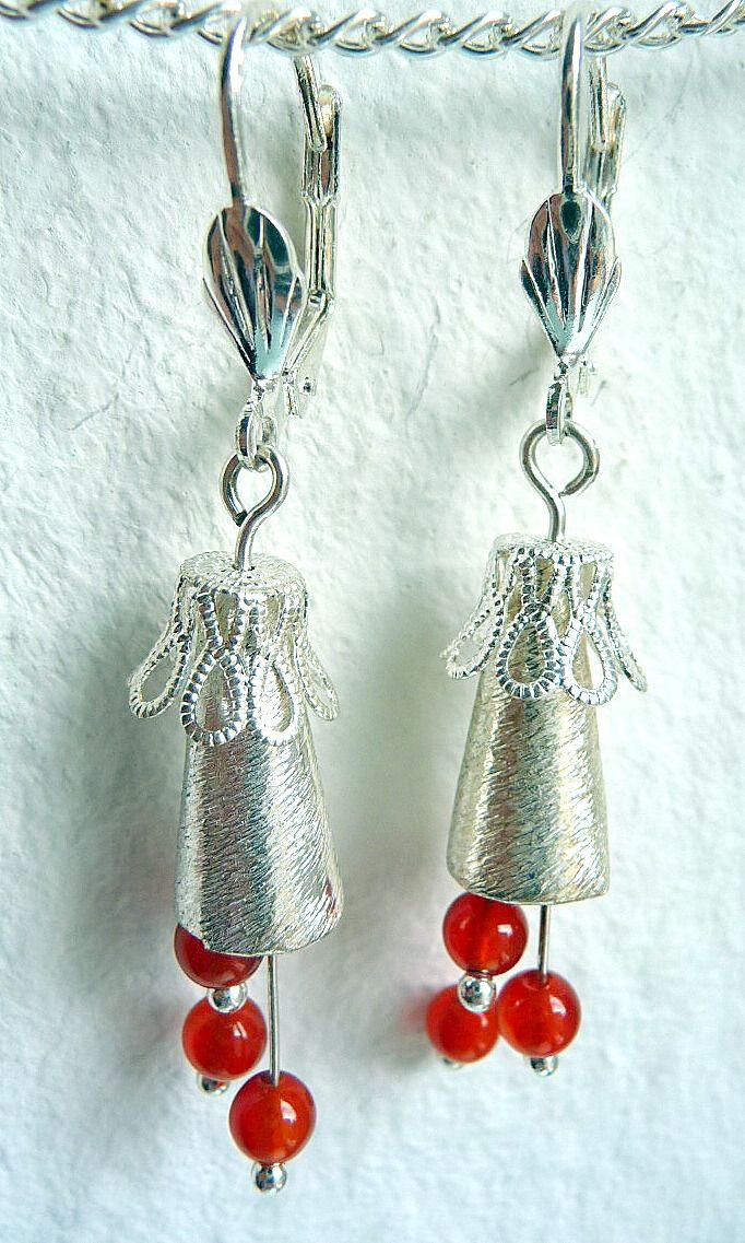 Moderner Schmuck: Ohrringe nickelfrei versilbert mit je 3 Karneol-Perlen. Preis: 14,00 EUR