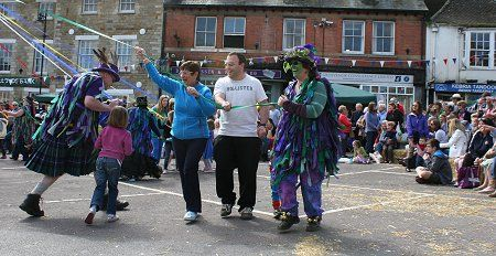 Highworth 2014 May celebrations, dancing round the May Day Pole.
