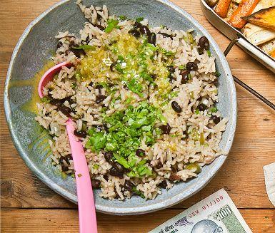 Den klassiska kubanska marinaden mojo är inspirationen till salsan – ett syrligt och vitlöksdoftande inslag i denna rätt. Enkel att göra och väldigt god! Tillsammans med ett hett bönris blir det en mångfald av smaker och ett läckert möte med det kubanska köket.