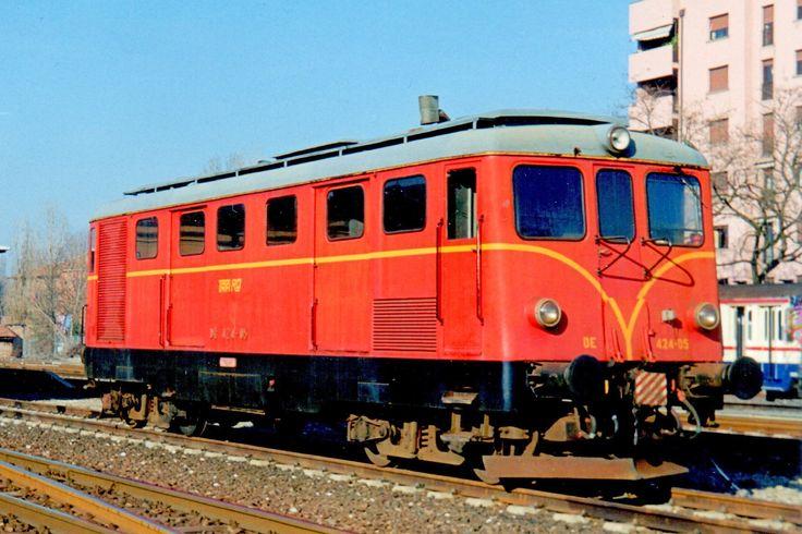 Locomotiva diesel elettrica DE 424 05 costruita nel 1957 per la Società Veneta a Bologna San Vitale nel febbraio del 1998 - (Foto: Riccardo Genova)