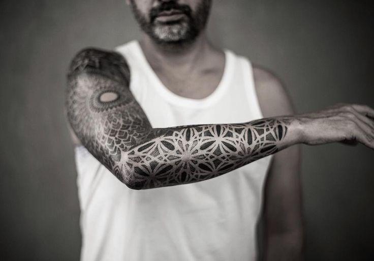 les 25 meilleures id es concernant tatouage mandala homme sur pinterest tattoo manchette. Black Bedroom Furniture Sets. Home Design Ideas