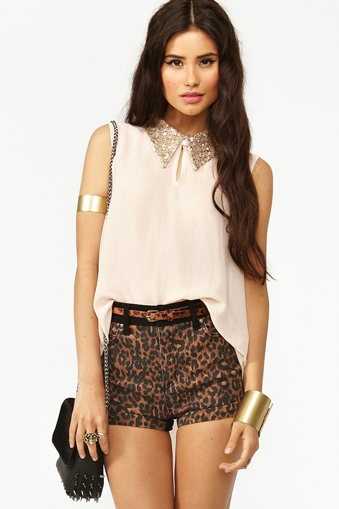 Sequin Chiffon Top: Chiffon Tops Outfit, Sequins Studs Buttons Collars, Shorts Pants Outfit, Summer Outfit, Leather Studs Feathers Fashion, Cheetahs Shorts, Fashion Idea, Saia Mini-Sequins, Sequins Chiffon