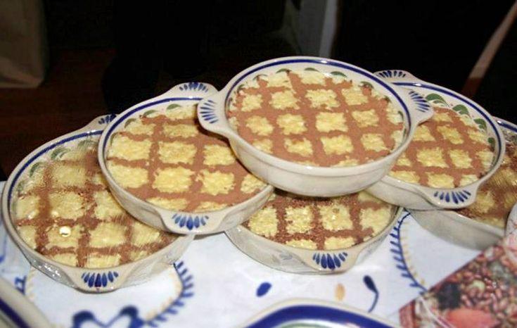 Ingredientes: 250gr de arroz 1 casca de limão 2 litros de leite açúcar a gosto 6 gemas de ovo Cozem-se 250 gramas de arroz com uma casca de limão coberto de água. Quando a água some, deitam-se 2 litros de leite que vai fervendo lentamente. Quando o arroz estiver bem cozido, juntam-se as 6 gemas …
