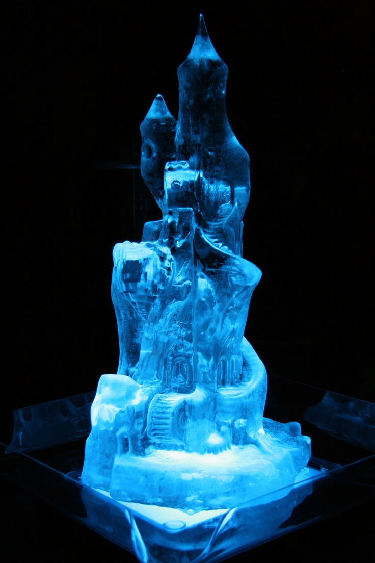 Γλυπτό πάγου με πολλές λεπτομέρειες.