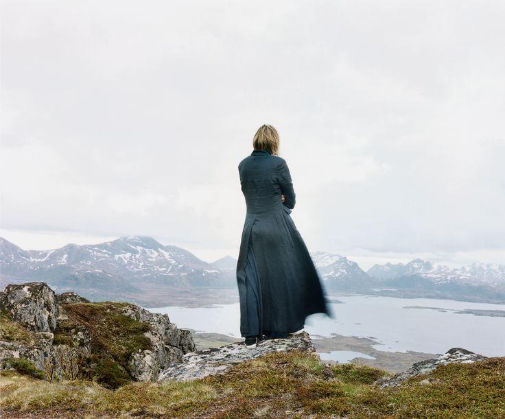 Elina Brotherus: Der Wanderer 2, 2004, 80x93cm (AP 105x128cm), sarjasta The New Painting.