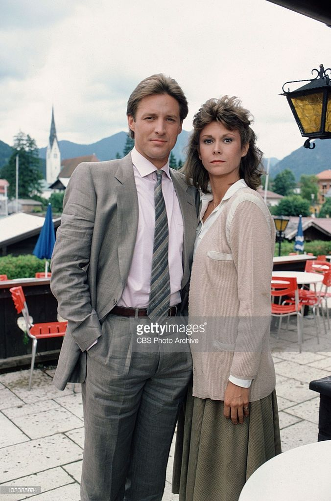Scarecrow and Mrs. King - Bruce Boxleitner as Lee Stetson and Kate Jackson as Mrs. Amanda King. Image dated 1984.