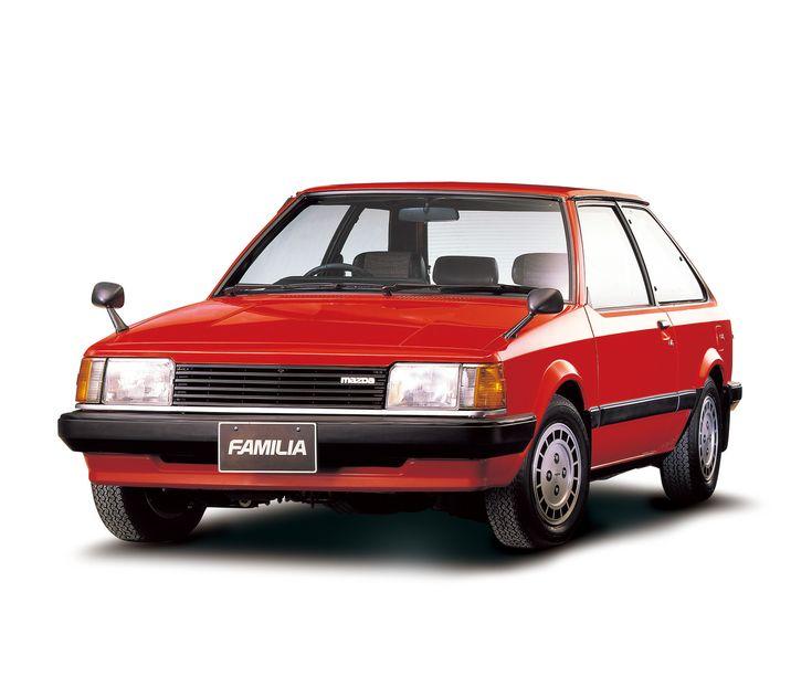 1980年 5代目ファミリア / 5th Familia 「赤いファミリア」として一世を風靡。大型の角型ヘッドランプ、横格子のラジエターグリルの採用により端整な印象を与え、サイドはベルトラインを低くすることで安定感を強調した。また、大型の窓ガラスの採用により、室内は明るく開放感あふれるものとなった。