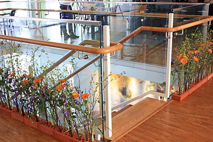 http://holmsundsblommor.blogspot.se/2013/05/blomstrande-rabatter-pa-umevas-kontor.html Blomsterdekorationer till Vattenstämman i Umeå 2013.