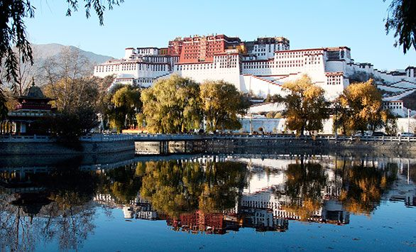 Det Store Himalaya-eventyr! Fantastiske rundrejser i hele verden med Bravo Tours. Køb rejsen på www.bravotours.dk #BravoTours #SåSigerManBravo #FeriePåDansk #Kina #Himalaya #Culture #View #Attraction
